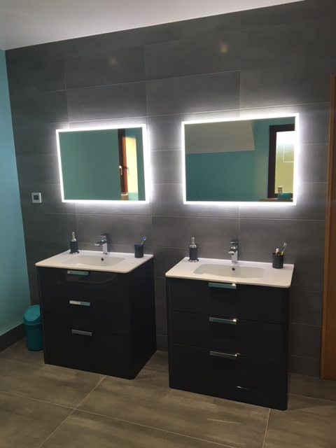 Curve vanity units, Globe mirrors